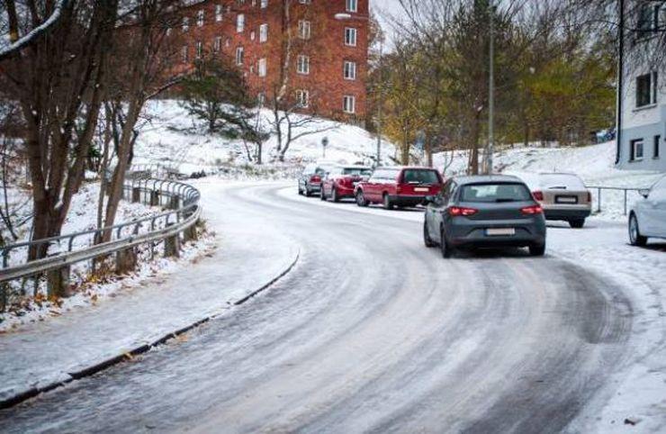 cotxe circulant sobre gel