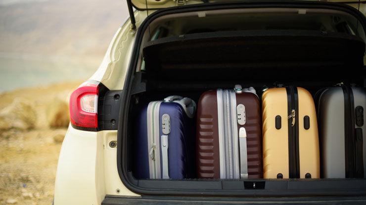 cotxe carregat maletes maleter