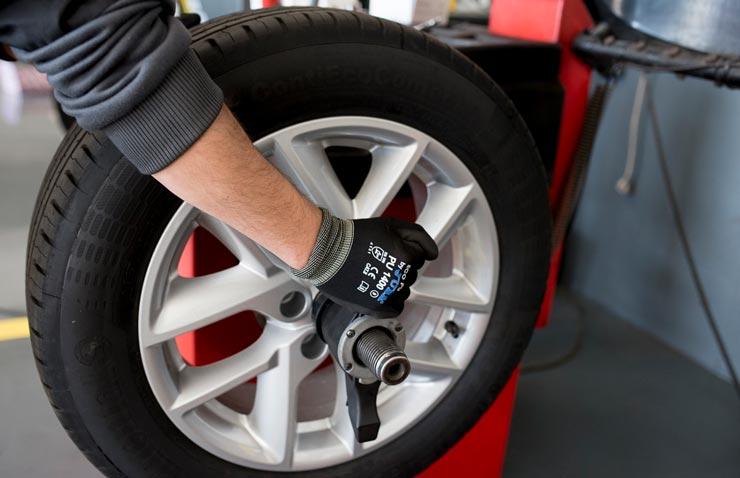 equilibrat pneumàtic cotxe rodi