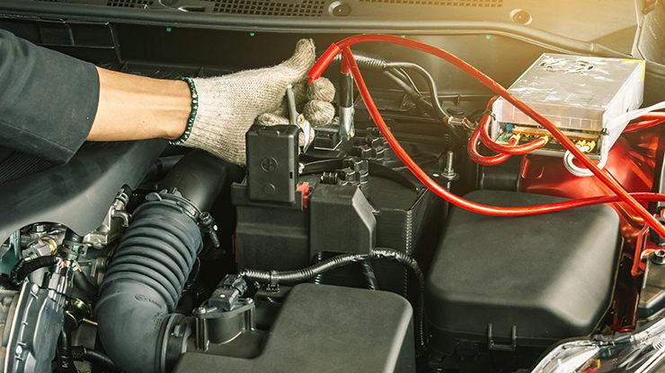 recàrrega bateria cotxe amb pinces
