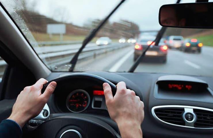 conduccio pluja cotxe motor automocio